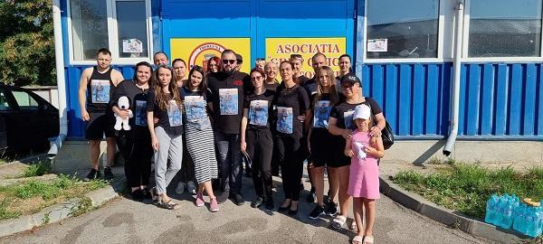 80 de ghiozdane donate copiilor de către voluntari ai Asociației Grup Civic în memoria lui Alex