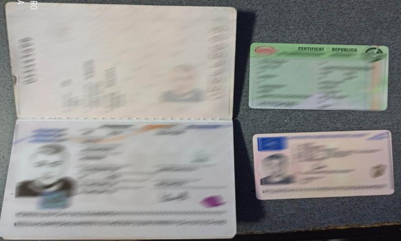 Două cărți de identitate românești false oprite la Albița