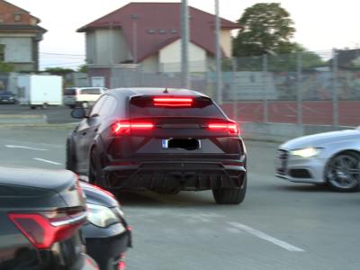 Duelul bolizilor în parcarea de pe Oblemenco Mititelu jr și Rădoi au făcut senzație cu mașinile lor
