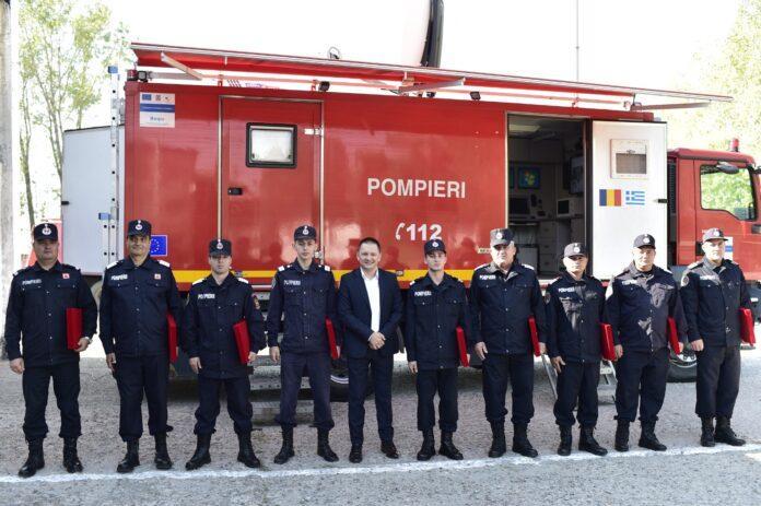 Cei 9 pompieri militari de la ISU Oltenia care au participat la misiunile de stingere a incendiilor din Grecia au primit joi distincții onorifice din partea președintelui CJ Dolj