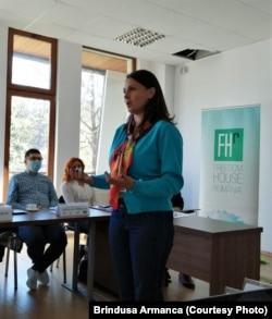 10 întrebăriSilvia TăbușcăRețelele din România câștigă zilnic peste 20 milioane de euro din traficul de persoane