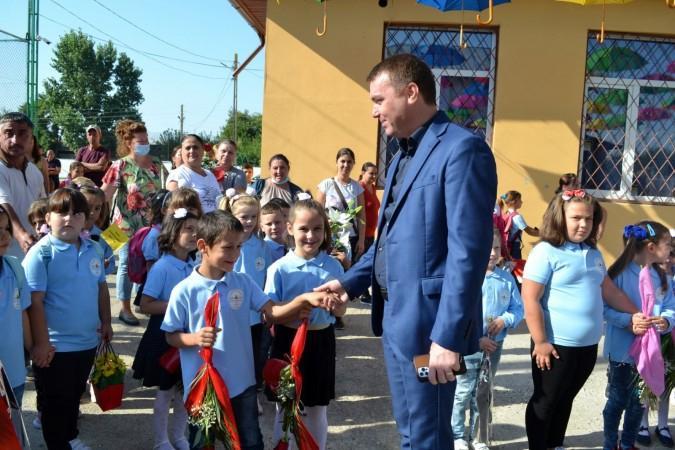 Fabian Ţîrcă primarul comunei Oinacu De la preluarea funcției de primar cel mai important punct din lista mea este educația