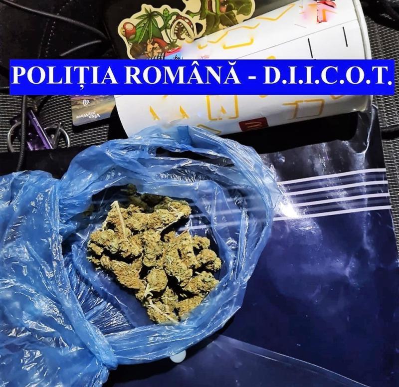 ULTIMA ORĂ Tineri din Vaslui Huși și Iași prinși cu droguri asupra lor Rețea care acționa în cele două județe destructurată