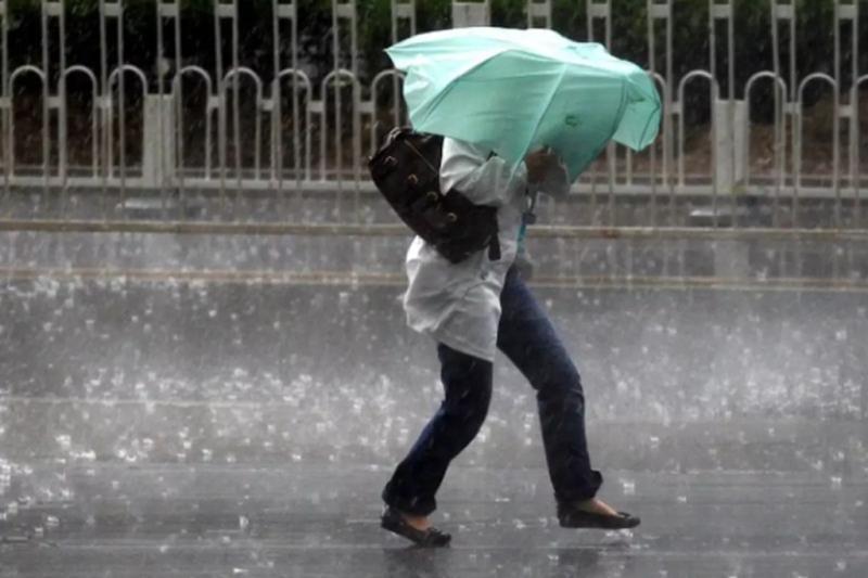 Plecați la drum în weekend Sunt avertizări de vremea rea în toată țara
