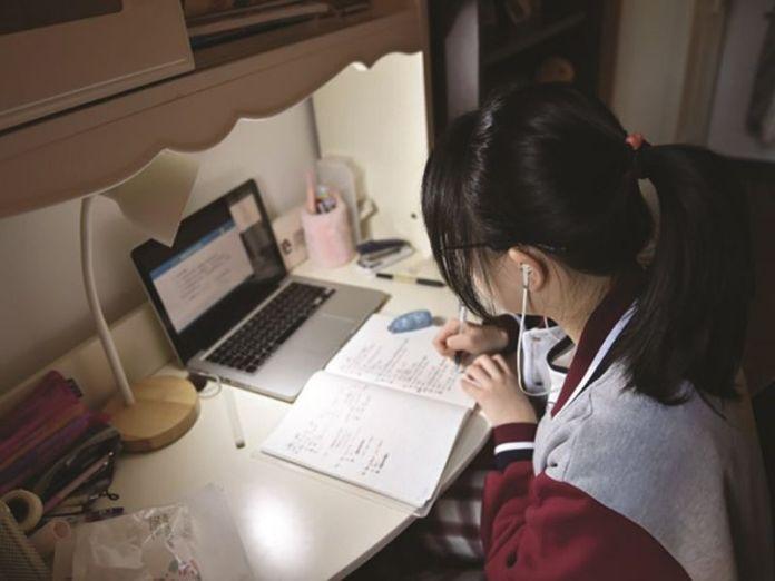 414 elevi au fost trecuți online la câteva zile dupa începerea școlii