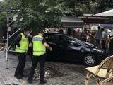 se persoane au fost rănite după ce o maşină a intrat întro terasă aglomerată în Franța