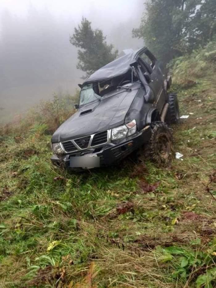 Un bărbat de 32 de ani din Borșa a murit după ce maşina pe care o conducea sa răsturnat întro râpă adâncă de 25 de metri Victima era tatăl a doi copii  FOTO