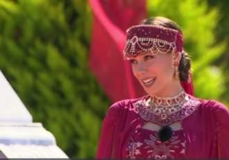 Irina Fodor apariție extravagantă în sezonul 4 Asia Express Prezentatoarea sa costumat în prințesă otomană Am vrut să vă binedispun  VIDEO