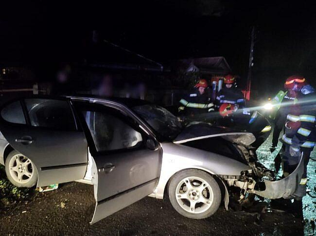 Cinci tineri au suferit traumatisme multiple în urma coliziunii violente între două mașini la Valea Bourei FOTO
