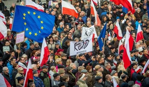 Protestele din Polonia si semnificatii pentru  Romania Analiza Infopolitic