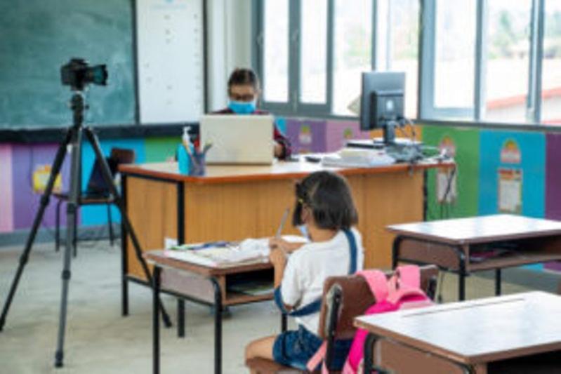 EXPLOZIE de cazuri cu COVID19 în școli Zeci de clase din Maramureș au intrat în scenariul roșu Vezi unitățile de învățământ din județ unde cursurile se desfășoară online
