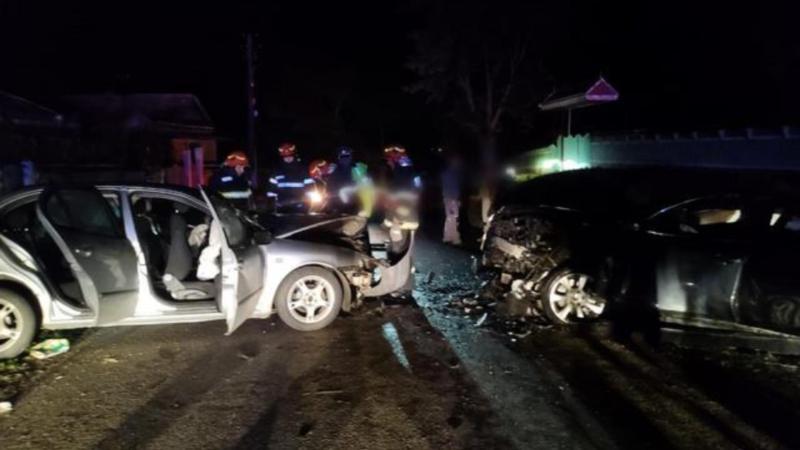 FOTO Accident grav în Suceava  5 victime după ce 2 autoturisme sau lovit frontal