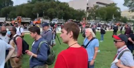 VIDEO  Susținătorii lui Donald Trump au organizat din nou un protest la Capitoliul SUA polițiștii au fost prezenți în număr mare
