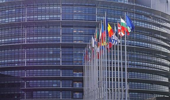 Parlamentul European obligă România să recunoască parteneriatele și căsătoriile între persoane de același sex