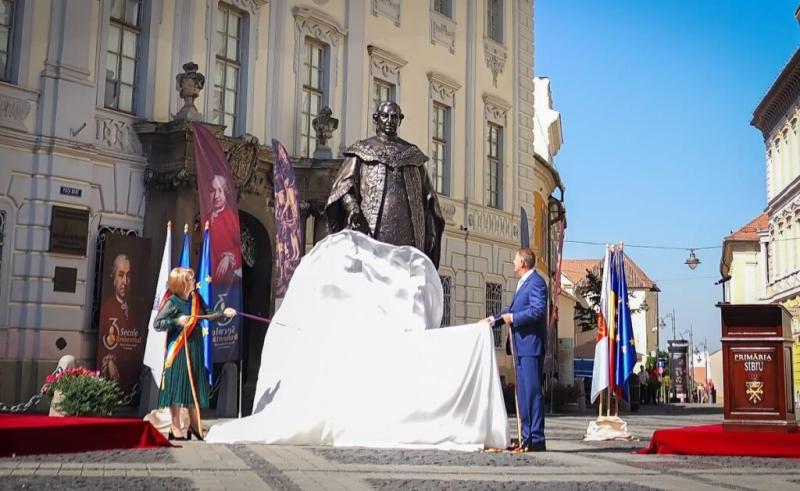 Protest la Sibiu față de statuia lui Samuel von Bruckenthal dezvelită de Klaus Iohannis