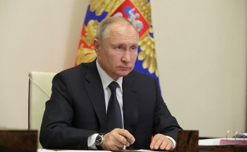Vladimir Putin recunoaște că la Kremlin sunt zeci de cazuri de persoane infectate cu Covid19