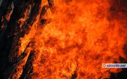 Incendiu la Gheorghe Lazăr O victimă carbonizată