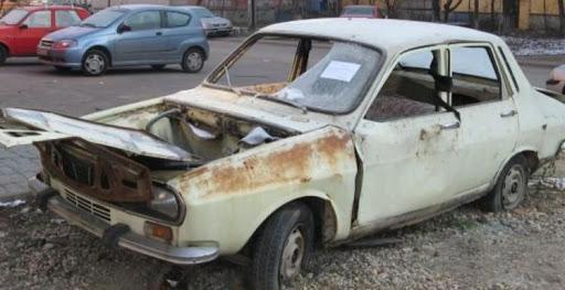 Craiova Continua acțiunile de ridicare a autoturismelor abandonate pe domeniul public