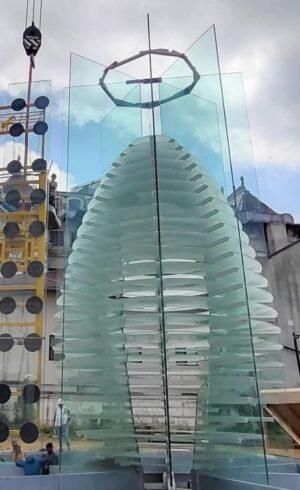 Craiova A fost finalizata prisma din sticlă dedicată sculptorului Constantin Brâncuși