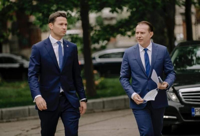 Secretarul PNL Robert Sighiartău  Prima variantă rămâne formula cu USR PLUS dar cu comportament revizuit A doua  poate fi și guvern minoritar
