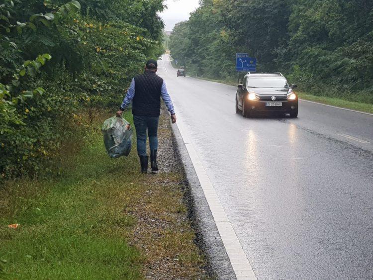 Ecologizare pe ploaie Prefectul județului a ieșit în teren în ciuda vremii nefavorabile