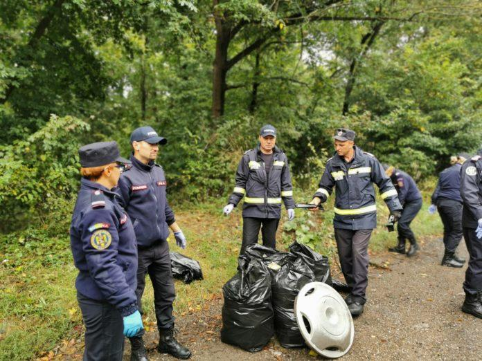 Pompierii și jandarmii botoșăneni au participat și ei la campania națională de ecologizare