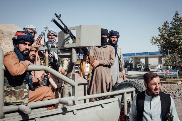 Vă vom găsi oriunde vă ascundeți Sute de persoane LGBTQ vor să fugă din Afganistan de frica talibanilor