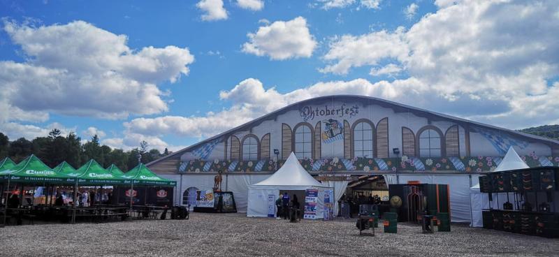 Accesul este liber la zonele exterioare ale Oktoberfest Brașov