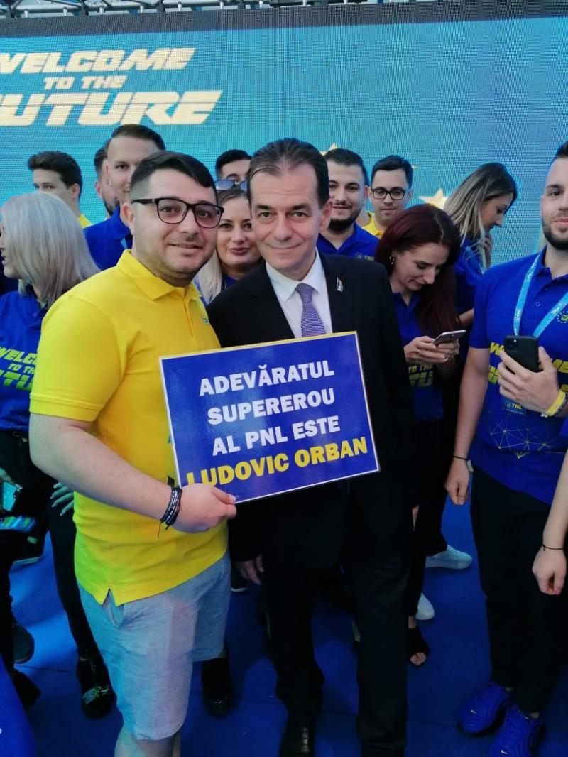 Ludovic Orban susținut de Tineretul Național Liberal TNL Adevăratul supererou al PNL GALERIE FOTO