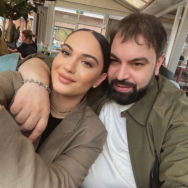 Regele manelelor șia scos fetele la restaurant Prima apariție a lui Florin Salam după ce a avut probleme grave de sănătate