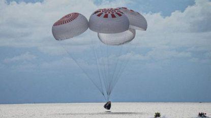 Primii turişti spaţiali ai capsulei SpaceX au revenit pe Terra