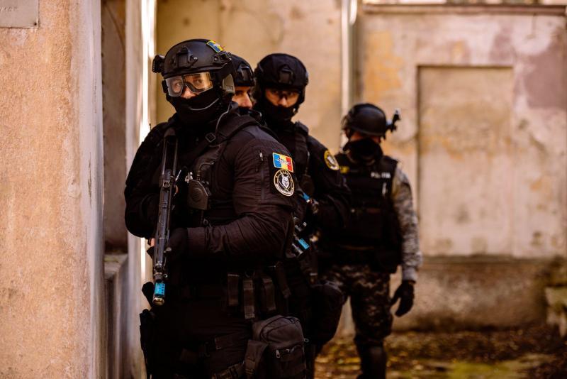 Percheziții de amploare la hackeri români Gruparea de criminalitate informatică a făcut 8000 de victime și un prejudiciu de 2 milioane de euro