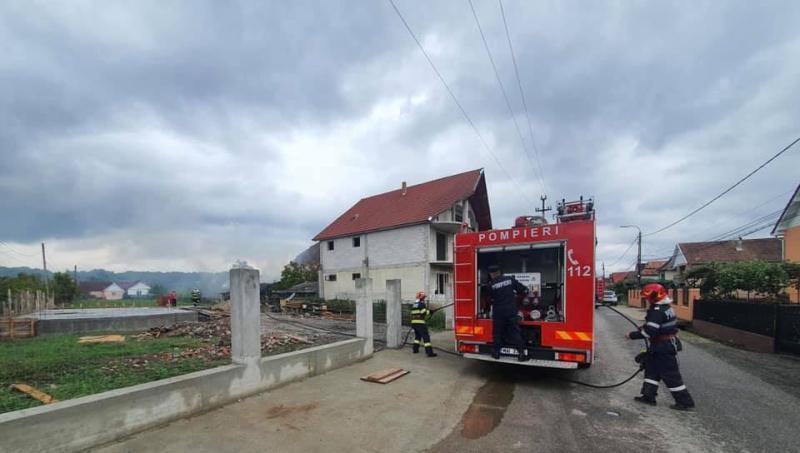 Incendiu la o anexă gospodărească în localitatea Trip
