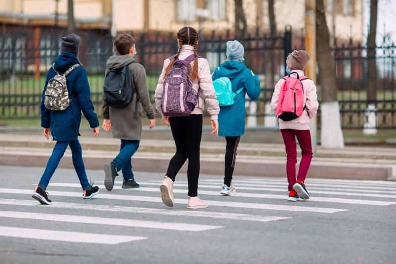 CMBSU menţine obligativitatea purtării măştii pe o rază de 50 metri în jurul şcolilor