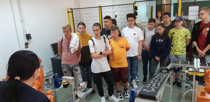 20 de elevi din Tulcea au vizitat laboratoarele facultăților Universității Tehnice Gheorghe Asachi din Iași