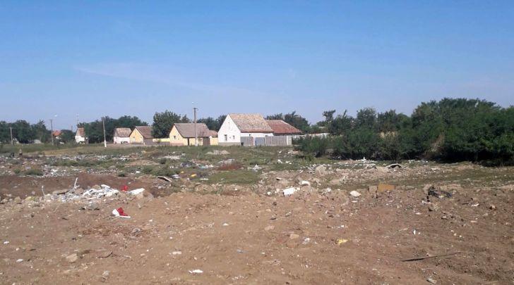 Gunoaie cat vezi cu ochii langa o comuna din Timis Primaria amendata cu 15000 de lei de Garda de Mediu Foto