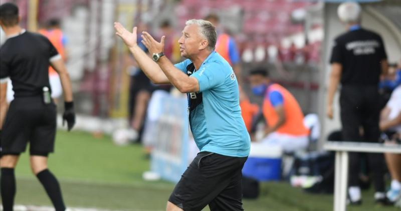 Dan Petrescu acuză în termeni duri gestiunea preluată de la Marius Șumudică Nu am început eu pregătirea nam făcut eu transferurile Încerc să repar ce a fost greșit înainte