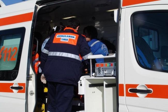 Accident cu trei victime în Timiș Două fetițe au fost rănite după ce o femeie a intrat cu mașina în copac