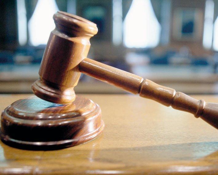 Trei arestări după perchezițiile la persoanele cercetate pentru constituirea unui grup infracţional de obținere ilegală de fonduri