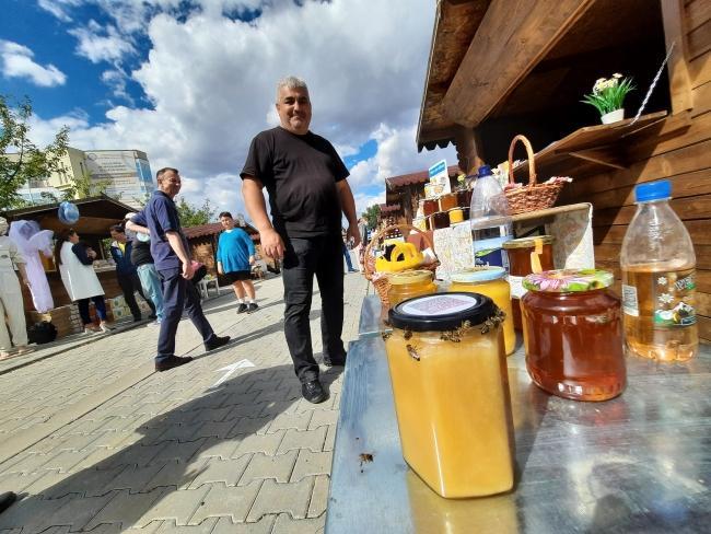 Apicultorii din Timiș siau expus dulcea ofertă la Târgul Mierii 2021 de la Timișoara