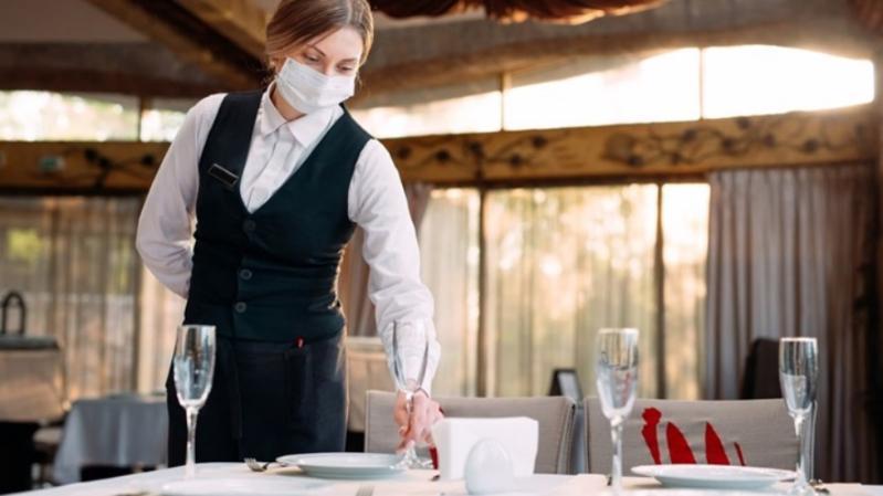 ULTIMA ORĂ Accesul la nunți spectacole și restaurante doar cu Certificatul Verde după ce rata de infectare trece de 3 la mie