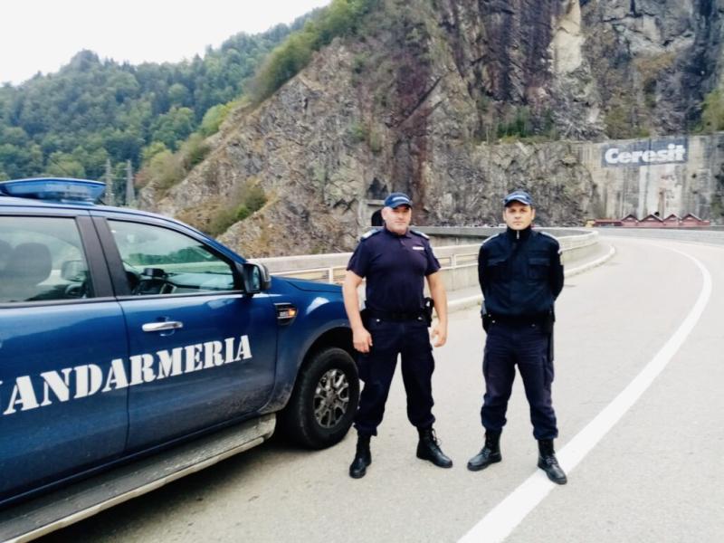 Salvat de jandarmi după ce a amenințat că se sinucide la Vidraru